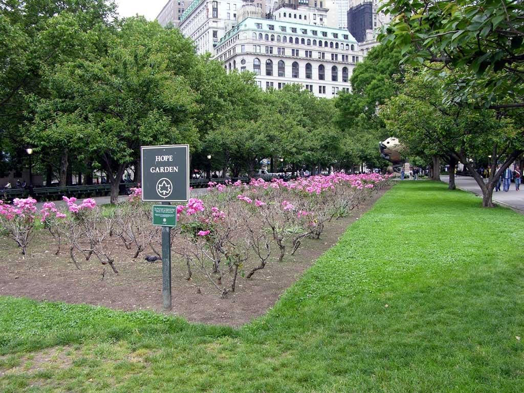 New York Photos June 2004 Battery Park