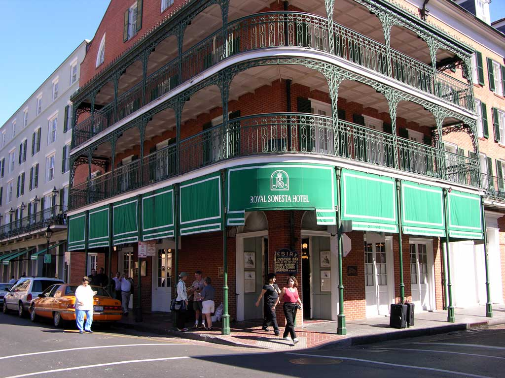 Hotels on bourbon street with balconies k 2017 for Hotels with balconies
